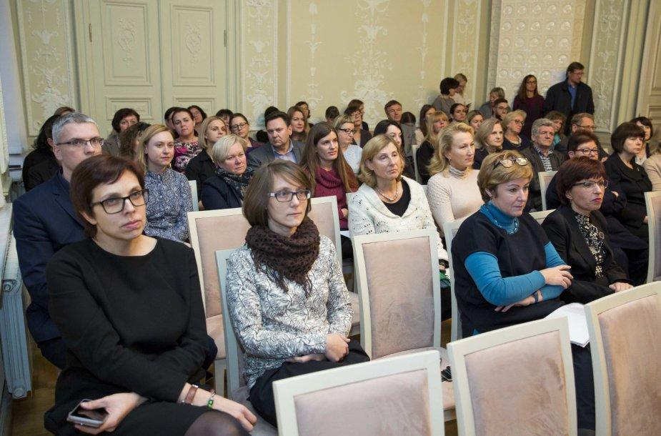 Nežinioje palikti pertvarkomos Kultūros ministerijos darbuotojai susitiko su vadovybe