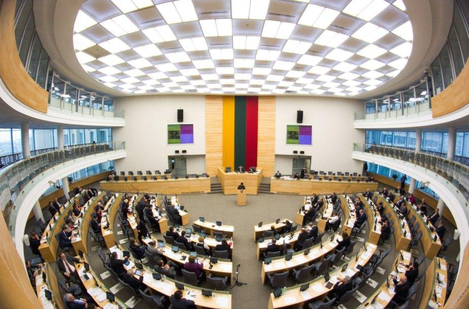 Svarstant Visuomenės informavimo įstatymą Seime virė aistros