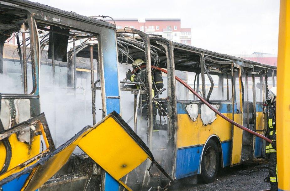 Vilniuje, Fabijoniškių mikrorajone sudegė maršrutinis miesto autobusas