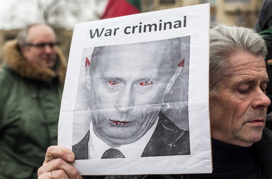 Protestuotojai prie Rusijos ambasados
