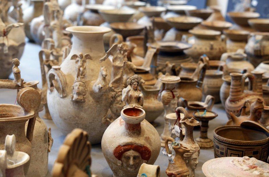 Dalis konfiskuotų kontrabandininkų archeologinių vertybių.