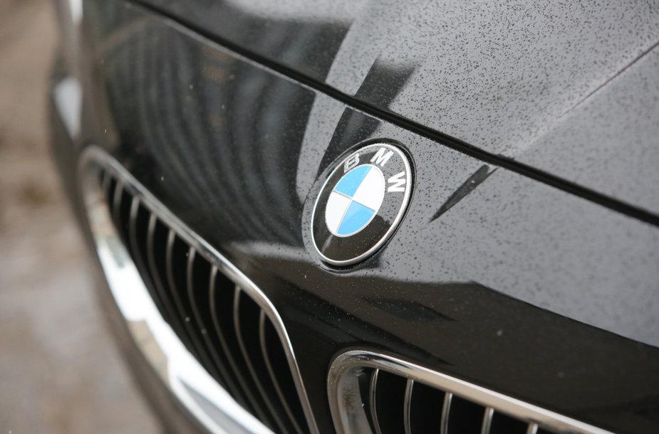 Nauji Seimo automobiliai – BMW 520i