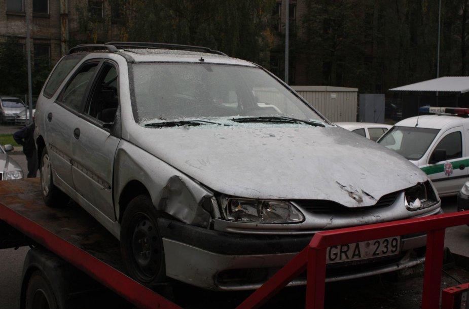 Apgadintas vagių automobilis
