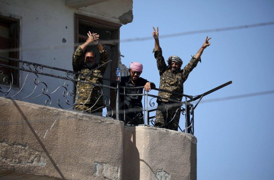 """JAV remiamos pajėgos Sirijoje skelbia visiškai užėmusios buvusią """"Islamo valstybės"""" sostinę Raką"""