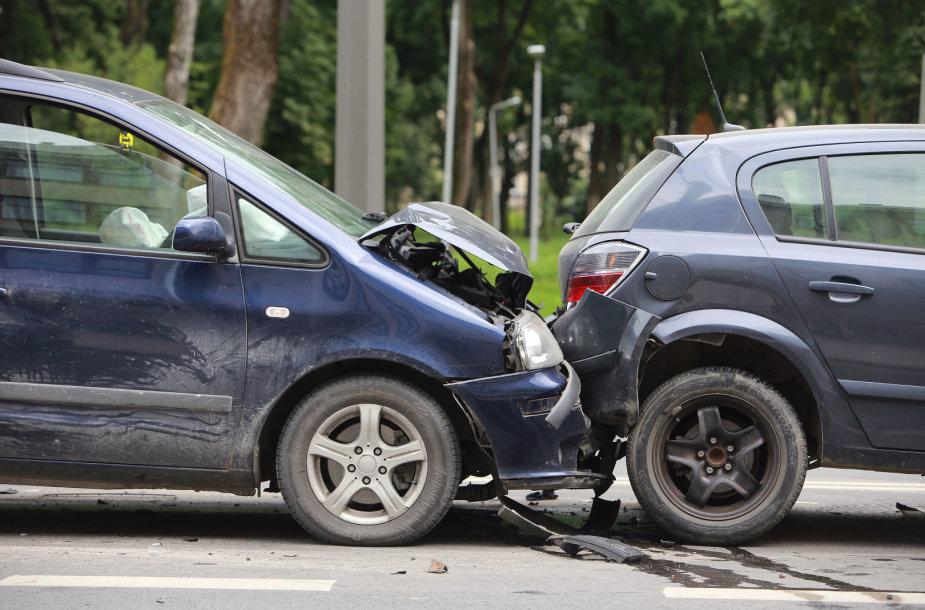 Kauno centre – keturių automobilių avarija