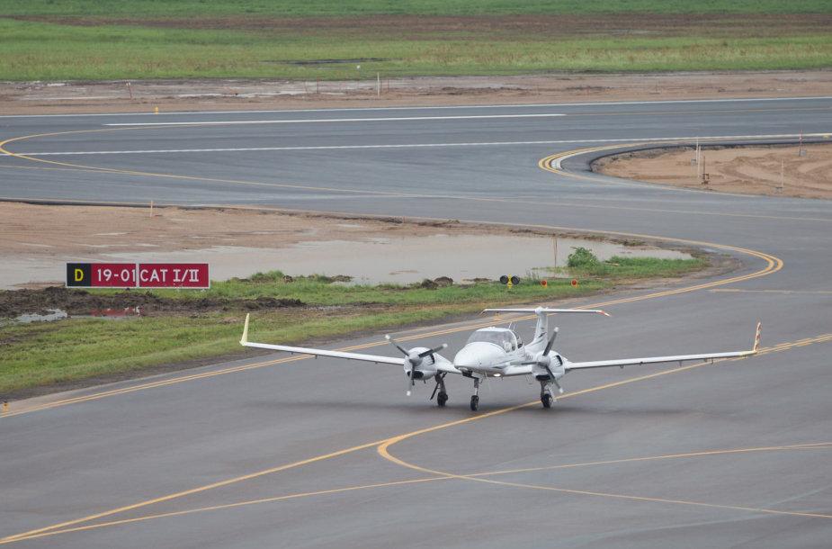 Bandomasis lėktuvo nusileidimas ant naujo kilimo tako
