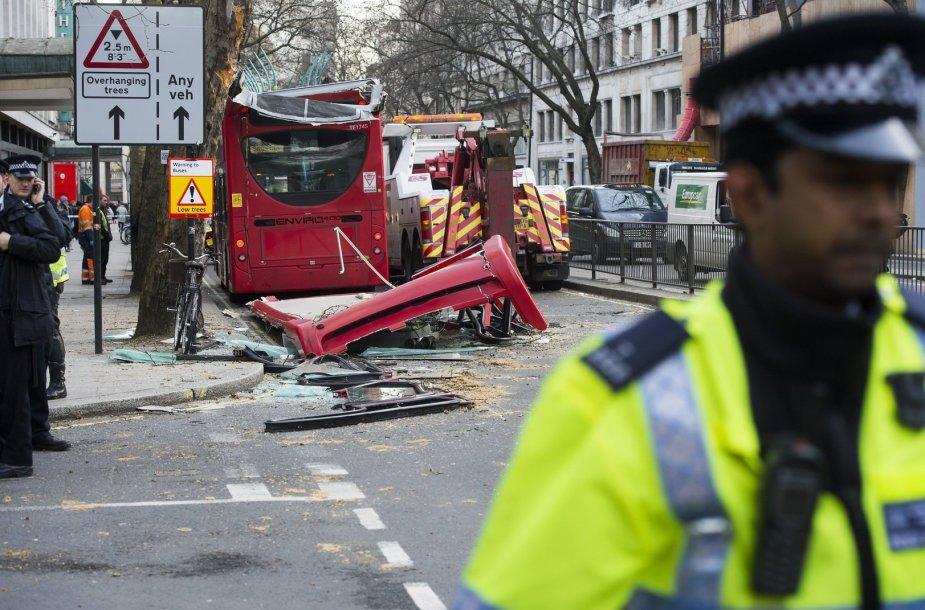 Dviaukščio autobuso avarija Londone