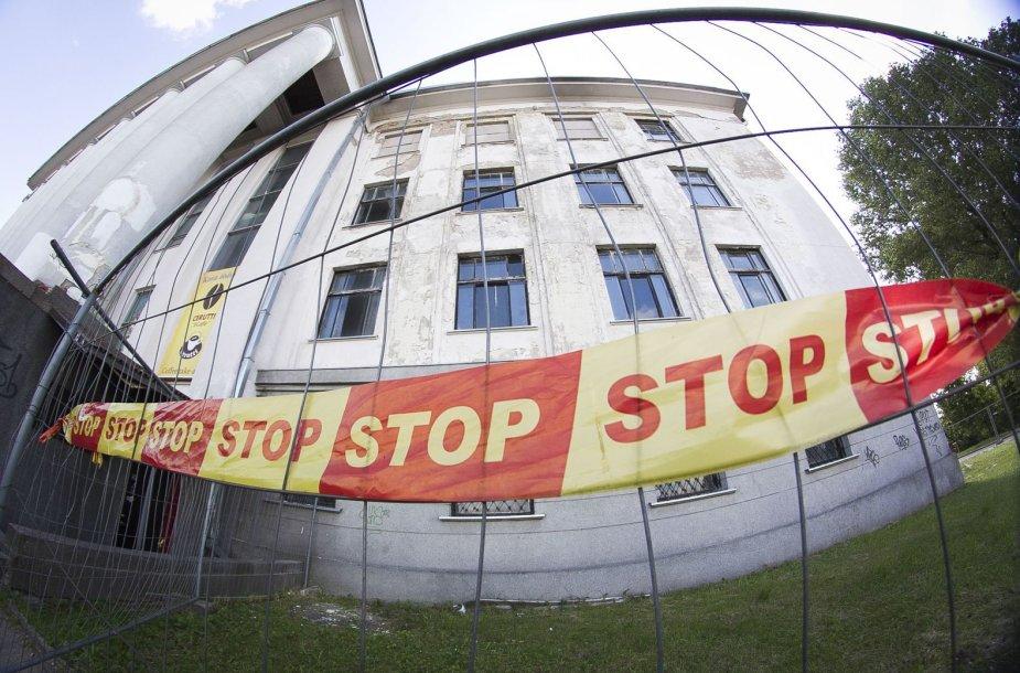 Apleisti Vilniaus Profsąjungų rūmai.