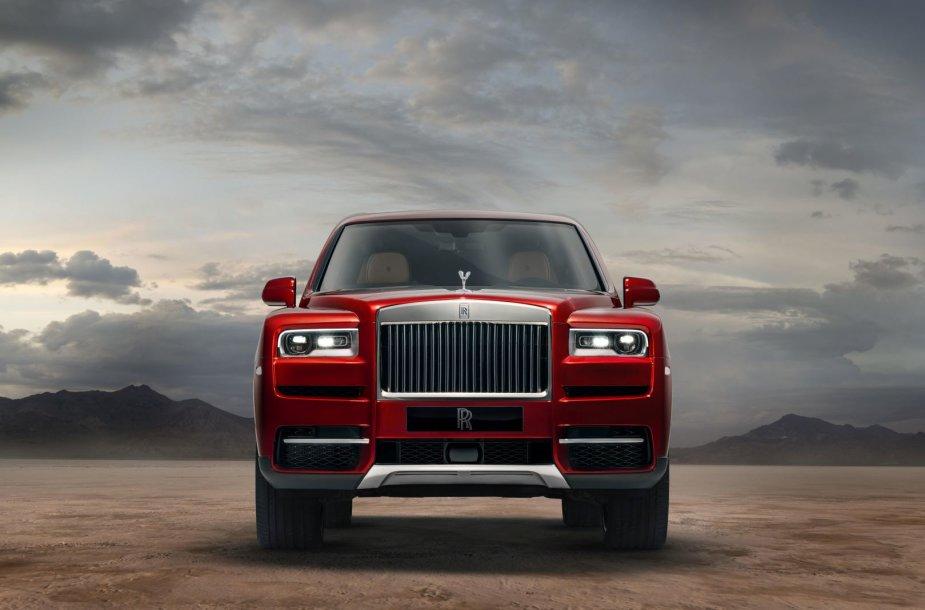 """Britai pristatė brangiausią visureigį pasaulyje – """"Rolls-Royce Cullinan"""""""