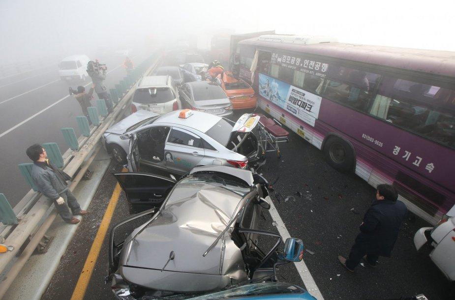 Masinė avarija Pietų Korėjoje