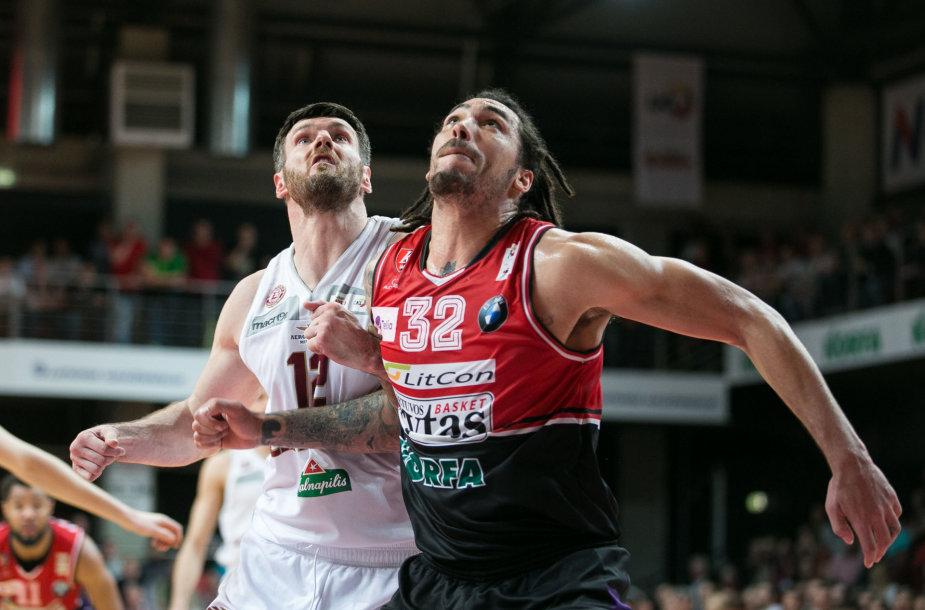 Kšištof Lavrinovič ir Drew Gordonas