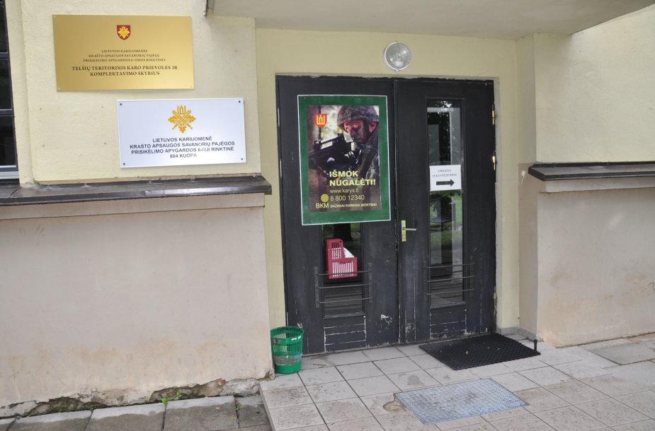 Įėjimas į Krašto apsaugos savanorių pajėgų Telšiuose patalpas