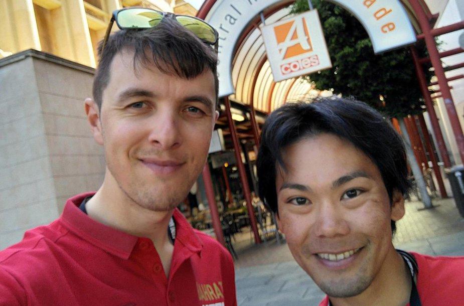 Ramūnas Navardauskas su komandos draugu japonu Yukiya Arashiro