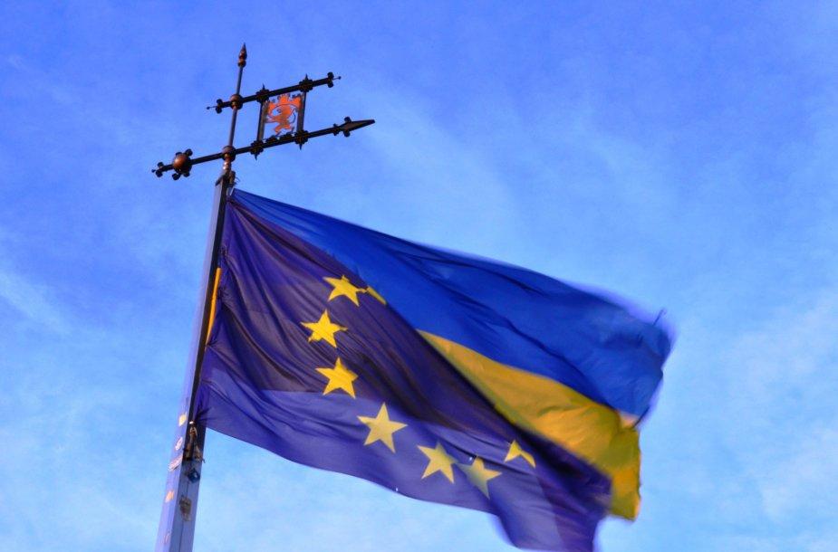 Ukrainos ir ES vėliavos