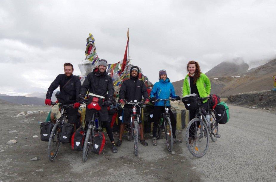Ant aukščiausios 5,3 km aukščio Taglangla perėjos.