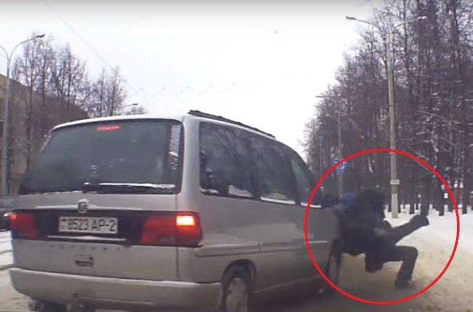 Baltarusijos milicininkas išgelbėjo vaiką