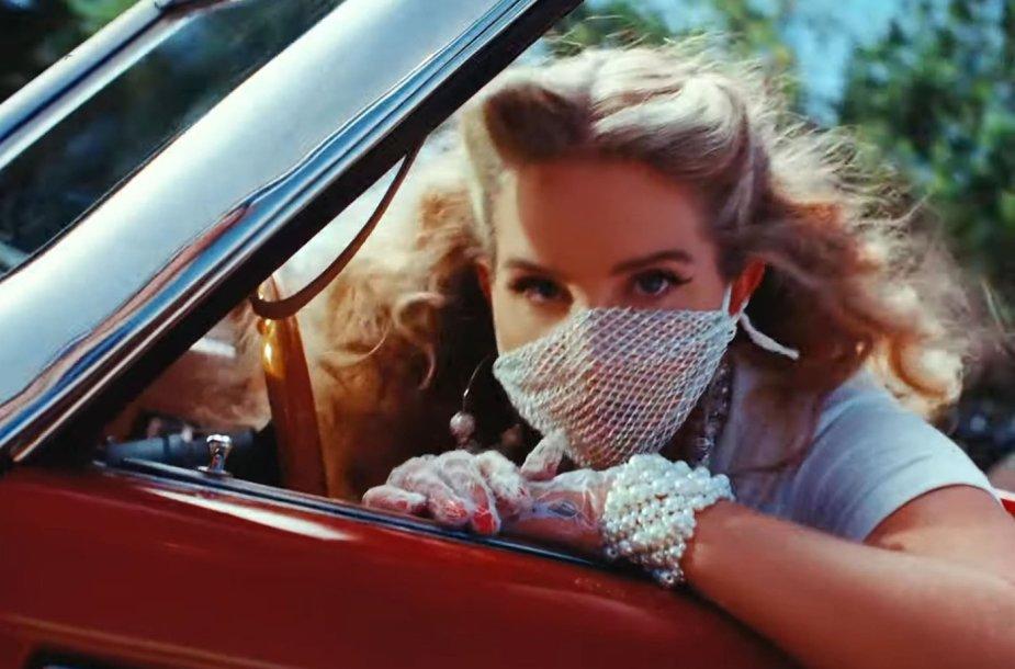 "Lana Del Rey iš muzikos įrašo ""Chemtrails Over The Country Club"""