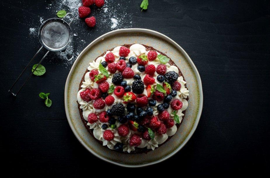 Prancūziškas pyragas su maskarponės kremu ir uogomis