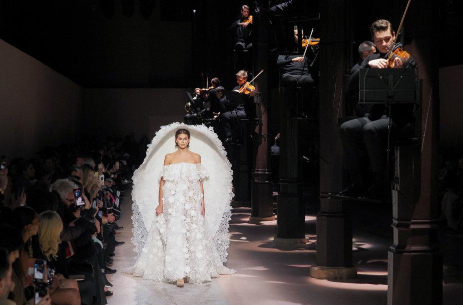"""Kaia Gerber su """"Givenchy"""" kolekcijos suknele"""
