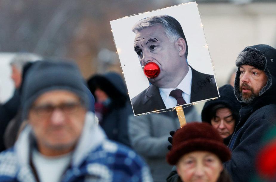 """Protestai Vengrijoje prieš """"vergų įstatymą"""""""
