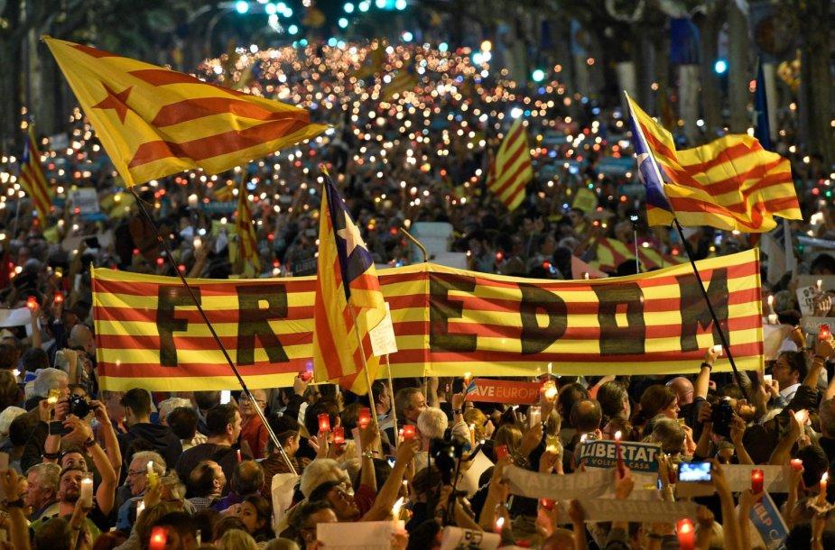Katalonai protestavo prieš separatistų lyderių sulaikymą