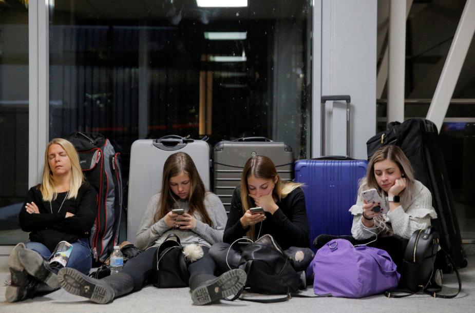 Svarbiausiame Niujorko oro uoste tvyro chaosas