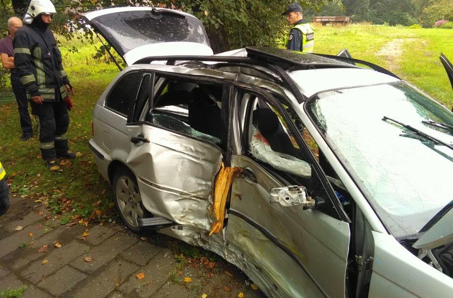 BMW avarija Inkaklių kaime