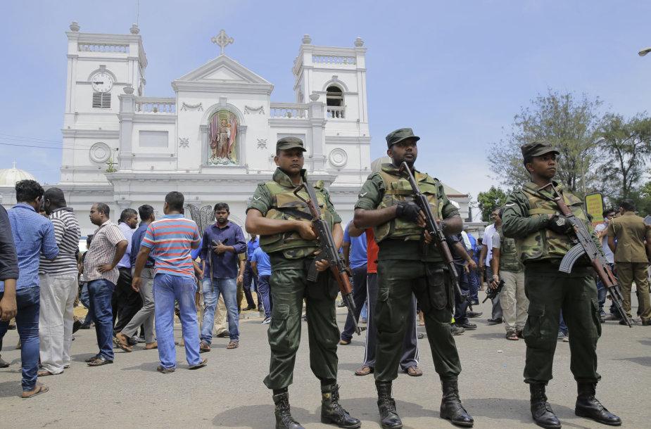 Šri Lankos bažnyčiose ir viešbučiuose nugriaudėjo sprogimai
