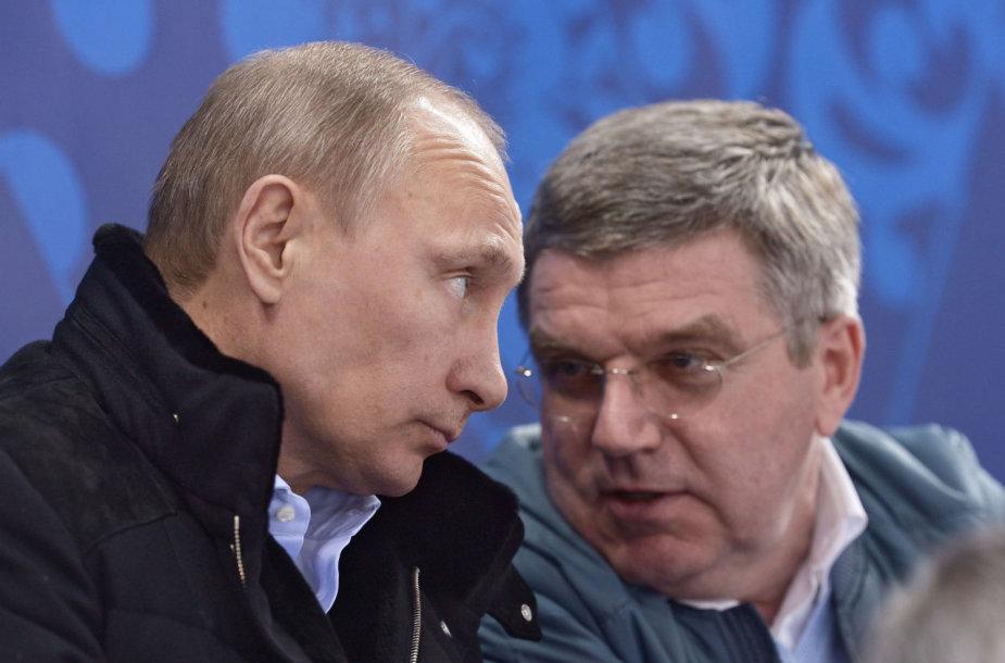 Rusijos prezidentas Vladimiras Putinas ir IOC vadovas Thomasas Bachas.