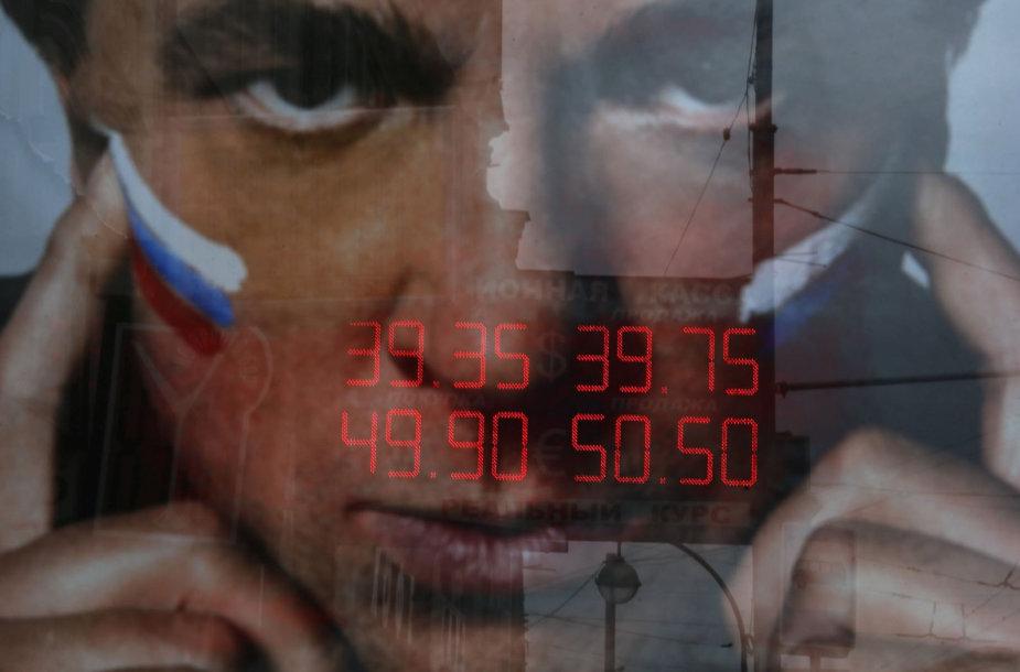 Rublis pasiekė naujas rekordines žemumas dolerio atžvilgiu