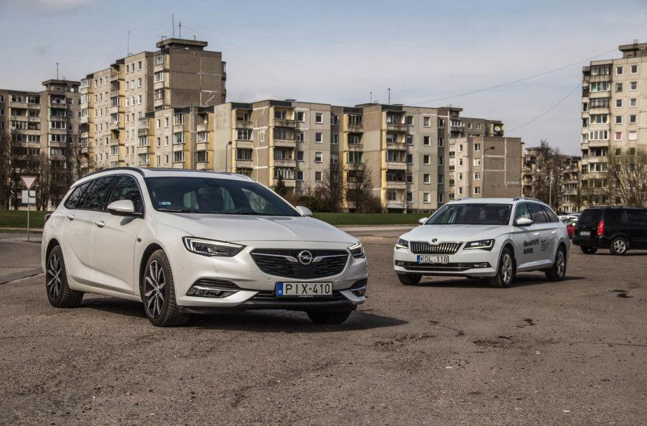 """""""Škoda Superb"""" prieš """"Opel Insignia"""": čekiškas praktiškumas ar vokišką universalumas?"""