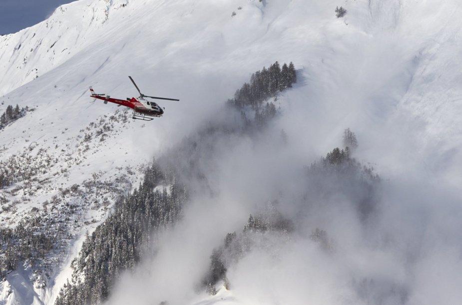 Sniego lavina Šveicarijoje