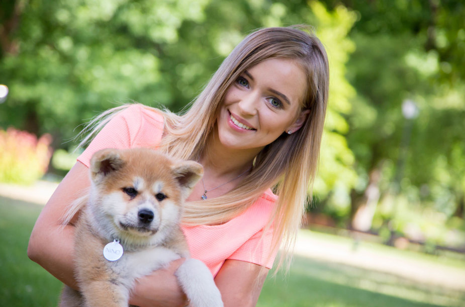 Monika Šalčiūtė pristato savo augintinį - Akita Inu veislės šunį, vardu Nino Persikas