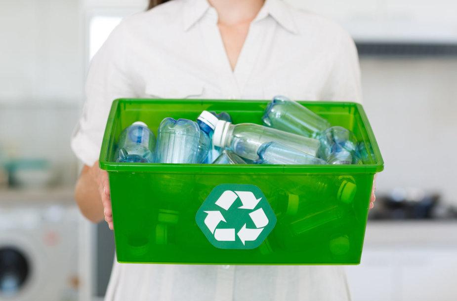 Plastiko ir stiklo buteliams rinkti geriausiai tinka talpesnės dėžės