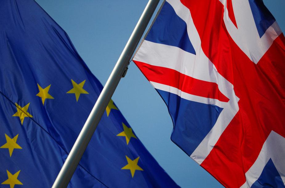 Europos Sąjungos ir Jungtinės Karalystės vėliavos