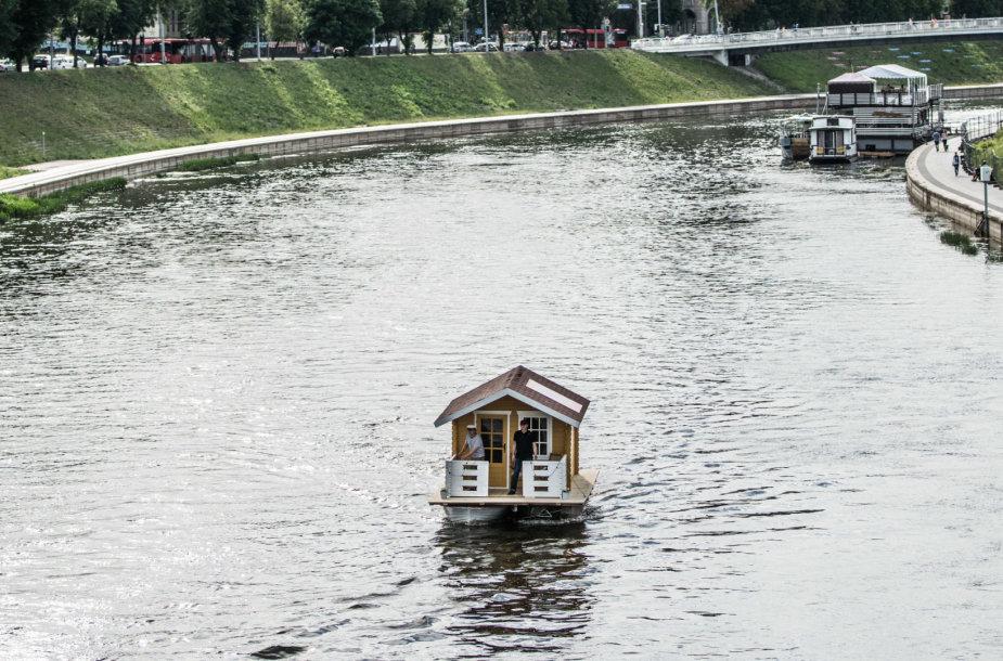 Netikėtas objektas Neryje – išplaukė namas