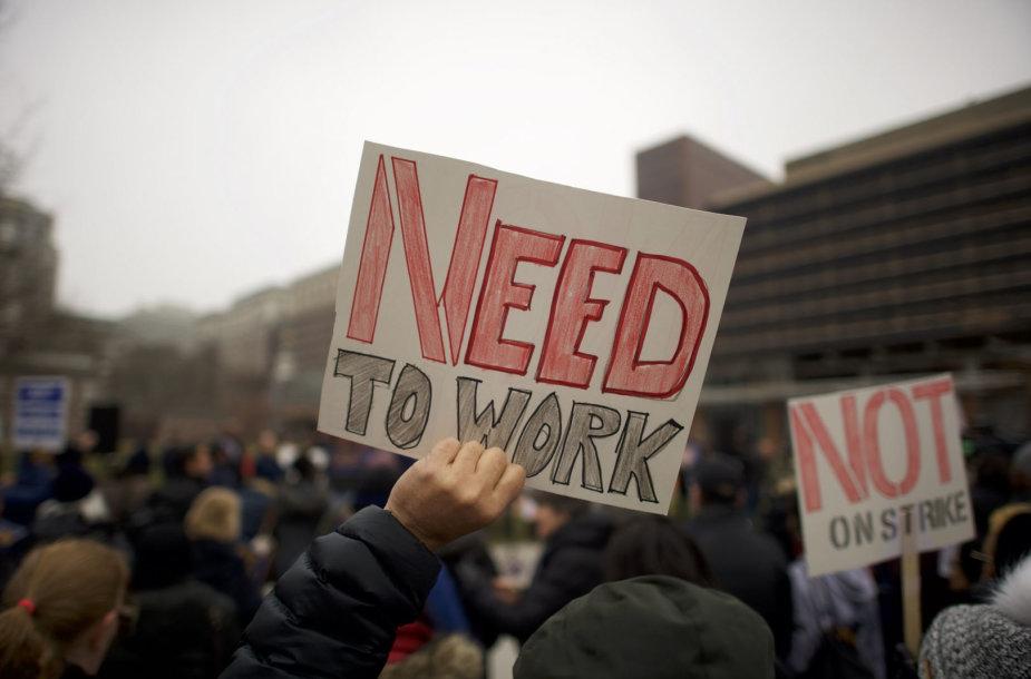 Vyriausybės įstaigų darbuotojai priešinasi uždarymui