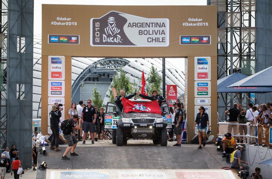 Benediktas Vanagas ir Andrejus Rudnickis ant Dakaro finišo pakylos