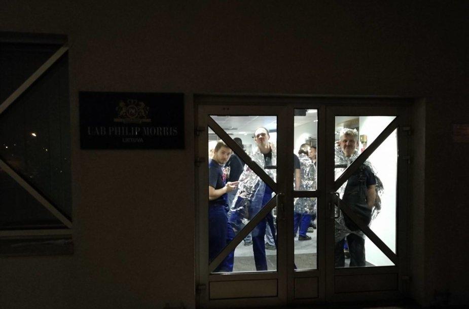 """Iš cigarečių gamyklos """"Philip Morris Lietuva"""" Klaipėdoje dėl gaisro evakuoti 69 darbuotojai"""