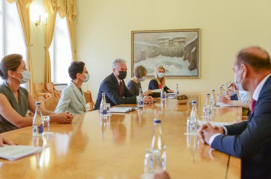 Gitanas Nausėda susitiko su parlamentinių partijų lyderiais ir Ministre Pirmininke Ingrida Šimonyte