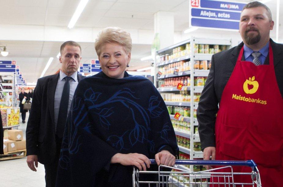 """Šalies vadovė Dalia Grybauskaitė aukojo """"Maisto bankui"""""""