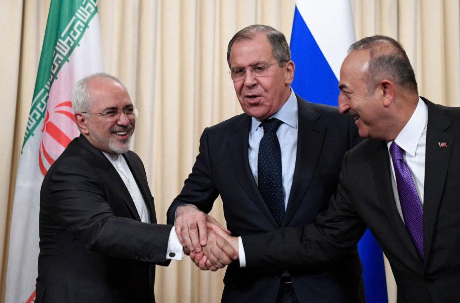 Užsienio reikalų ministrai: Rusijos – Sergejus Lavrovas (centre), Irano – Mohammadas Javadas Zarifas (kairėje) ir Turkijos – Mevlutas Cavusoglu