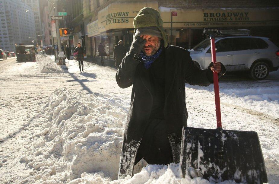21 JAV valstiją užgriuvo sniego audra 2014 m. sausio 04 d.