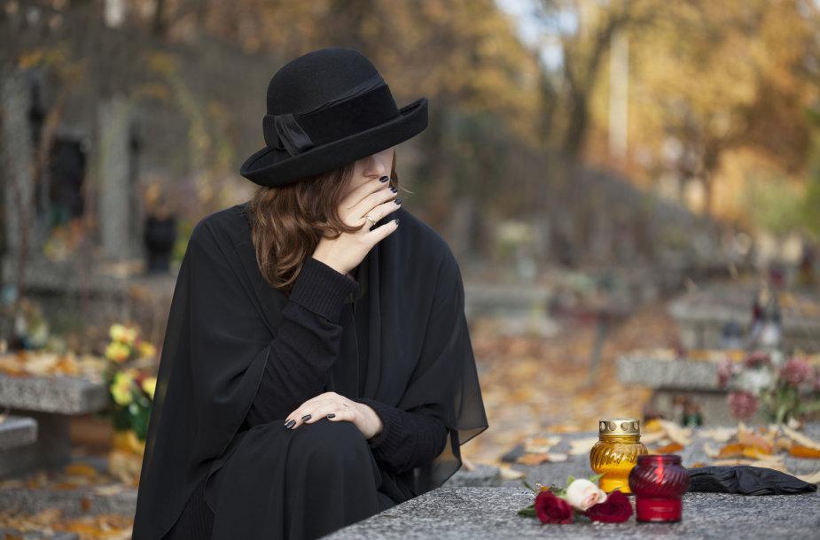 Kapinėse...