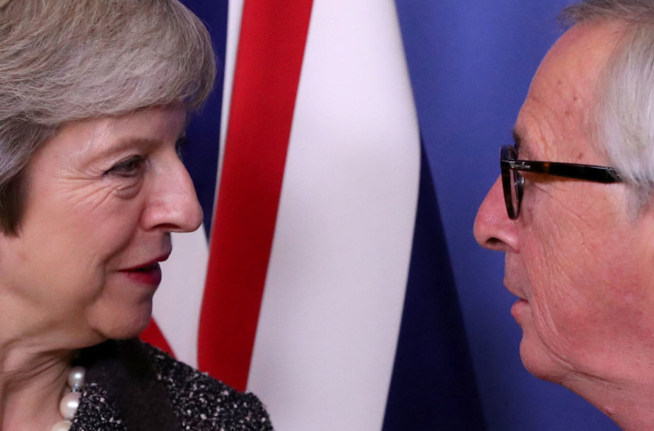 Theresa May ir Jeanas-Claude'as Junckeris