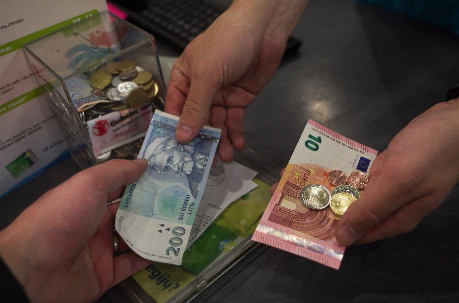 Lietuvoje pirmos valandos po euro įvedimo