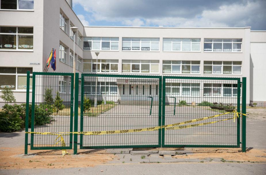 Aplink Vilniaus Sausio 13-osios mokyklą tveriama tvora