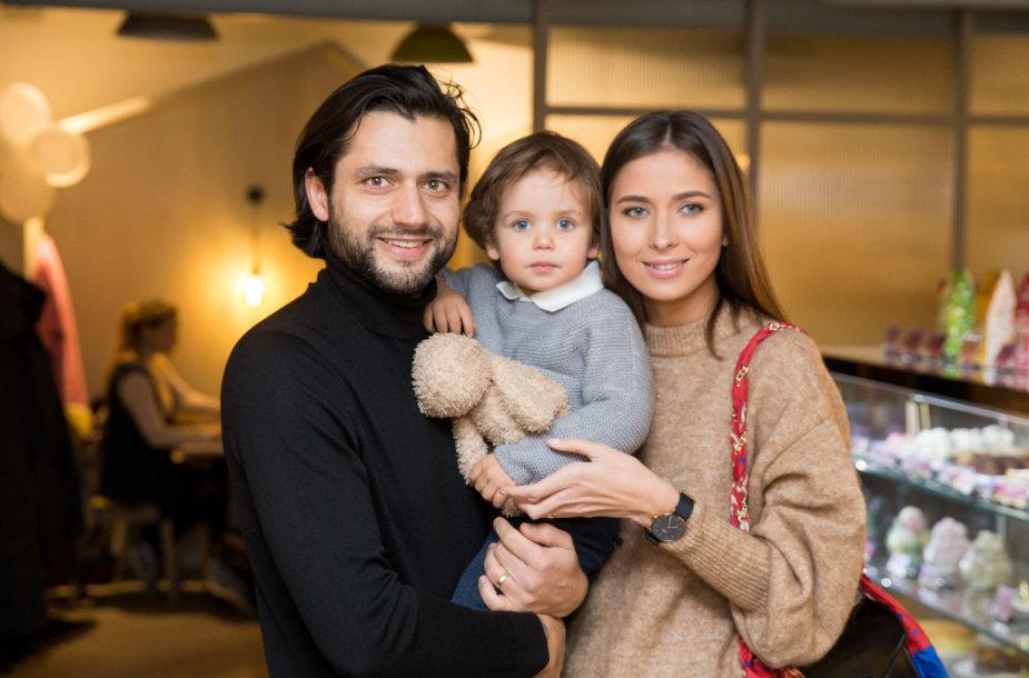 Ali Gadžijevas ir Patricija Gadžijeva su sūnumi Ajumi