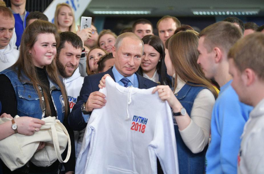 Vladimiras Putinas su jaunaisiais rėmėjais