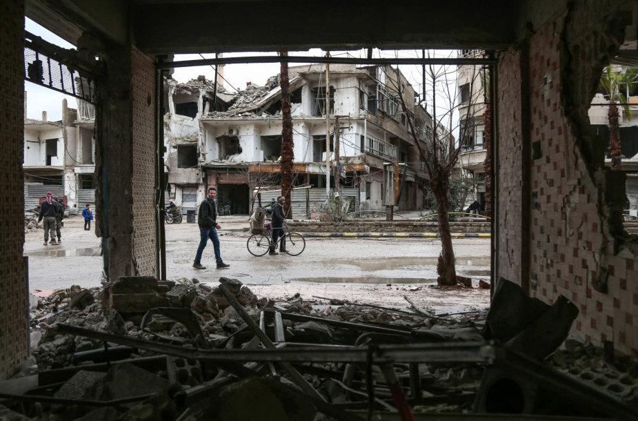 Sirijos pajėgos bombarduoja Rytų Gutą